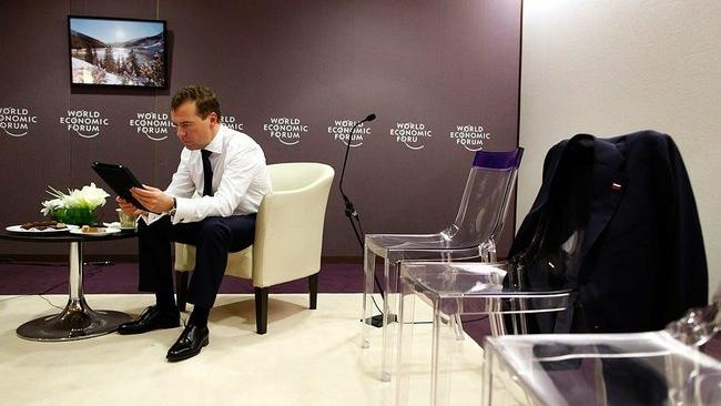 Медведев предложил легализовать сетевой плагиат