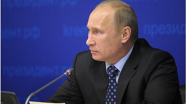 Владимир Путин закрыл печатные СМИ и интернет для рекламы алкоголя