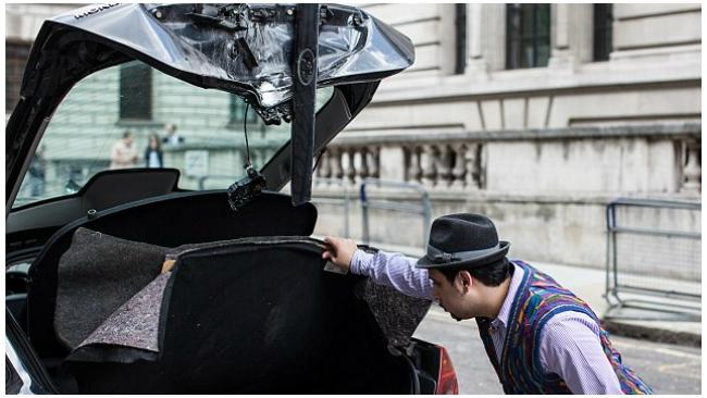 Полиция Лондона взорвала автомобиль за неправильную парковку