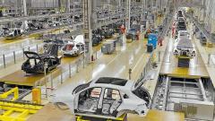 АвтоВАЗ возобновил производство автомобилей после срыва поставок