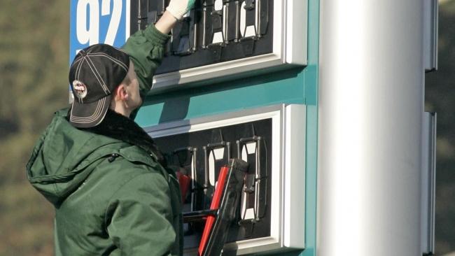 В мае и июне бензин подорожает минимум на 5-7%