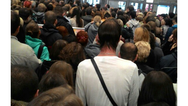 """На """"Пионерской"""" в Петербурге люди давили друг друга из-за проблем с эскалатором"""