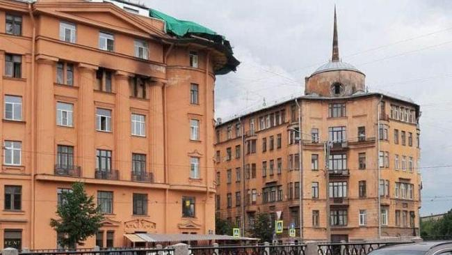 Аварийная угловая башня демонтирована с дома Чубакова на набережной Карповки