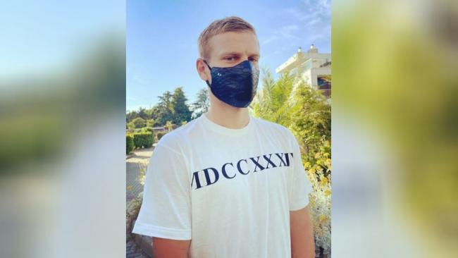 Кокорин выложил фото в маске из крокодиловой кожи за 29,5 тысяч рублей