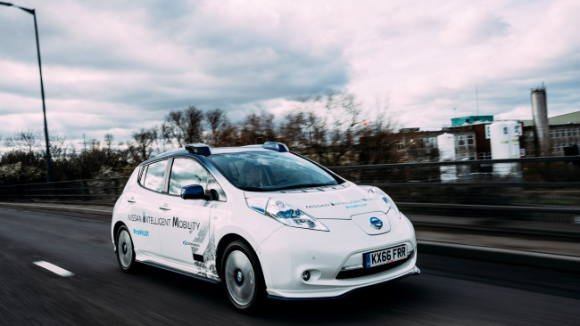 Эксперты предложили электромобилям ездить по выделенной полосе
