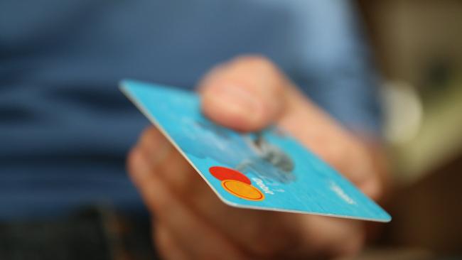 Госдума обязала банки уведомлять клиентов о долгах по кредитке