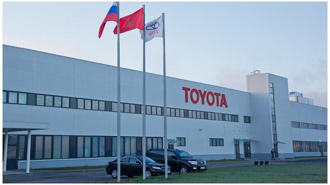 Toyota прекращает поставки в Россию Camry из Японии