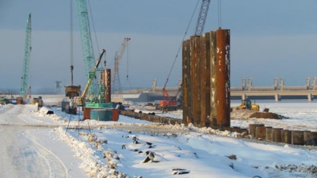 """В порту """"Бронка"""" строительство причалов завершат весной 2012 года"""