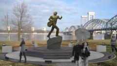 Петербуржцы продолжают собирать 1 млн рублей на памятник Башлачёву