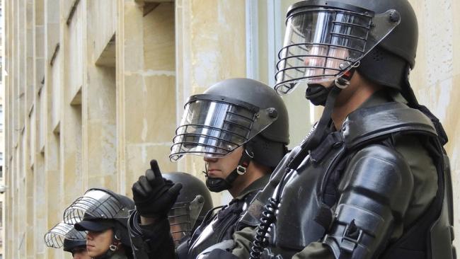 Правительство намерено разрешить полицейским вскрывать автомобили и оцеплять жилье