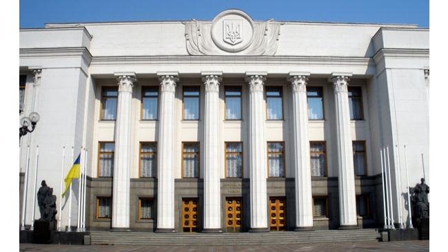 Украинцам могут сократить рабочую неделю и урезать зарплату