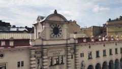 Смольный сдаст в аренду Кузнечный рынок