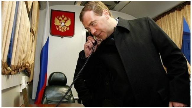 """Медведев готов вступить в """"Единую Россию"""" и возглавить её"""