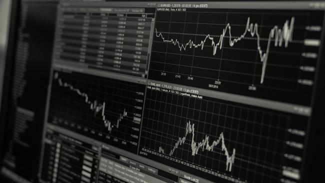 Рубль сдает свои позиции: курс евро превысил 76 рублей