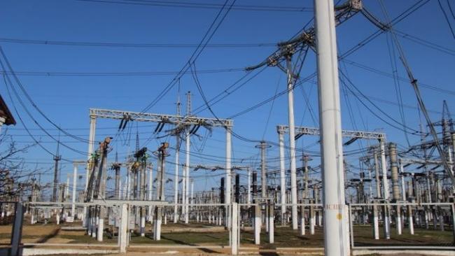 Украина вдвое снизила объем поставок электроэнергии в Крым