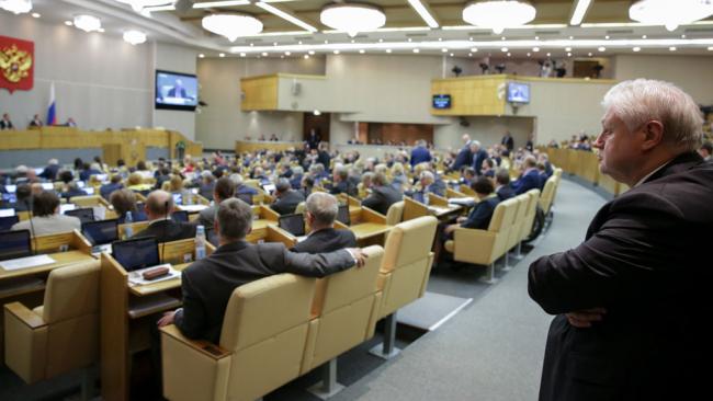 Стали известны размеры зарплат и пенсий чиновников Госдумы