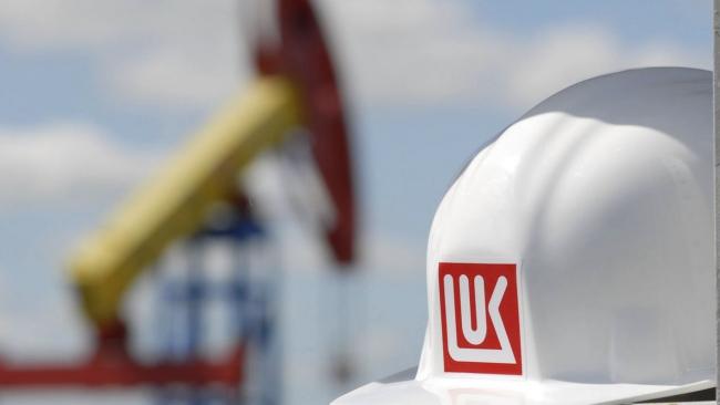 """""""Лукойл"""" обогнал """"Газпром"""" в капитализации"""