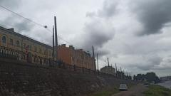 На проспекте Обуховской Обороны старинные трамвайные опоры заменят на новые