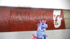 Художник из Петербурга населил метро сказочными существами