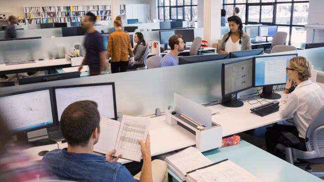 В крупных банках работникам запретили снимать экраны рабочих компьютеров