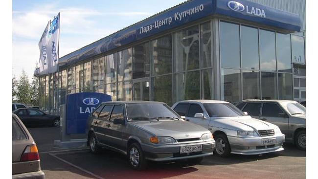 """Продажи """"АвтоВАЗа"""" упали еще почти на 20%"""