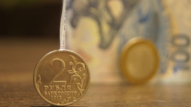"""Рубль в """"ауте"""": Доллар впервые со 2 мая превысил отметку в 64 рубля"""