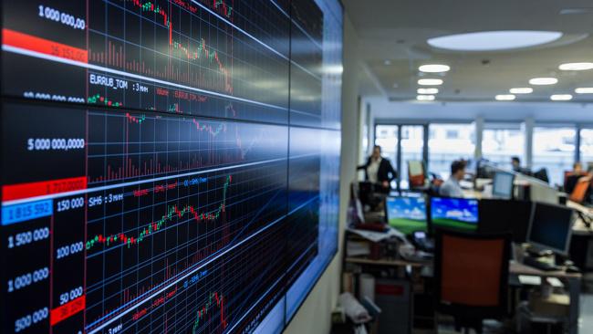 Сбербанк и ВТБ выйдут из капитала санкционной биржи