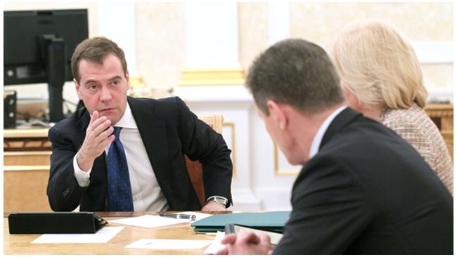 Медведев в программе Познера рассказал о боге и влиянии РПЦ
