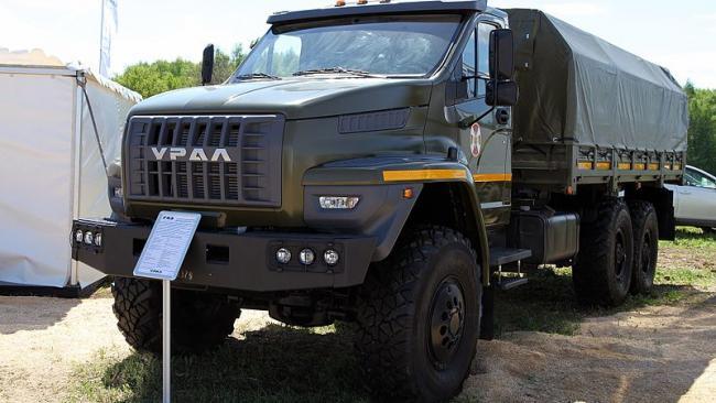 Три грузовика и столько же самосвалов намерено купить окружное управление маттехснабжение МВД