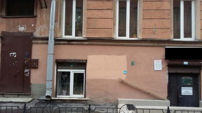 В Петербурге бизнесмен нелегально прорубил вход в старом здании