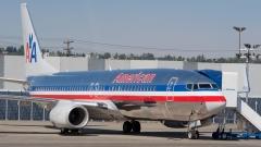 Авиахолдинг США AMR Corp - владелец American Airlines попросил признать его банкротом