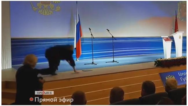 Владимир Жириновский упал на инаугурации губернатора Владимирской области