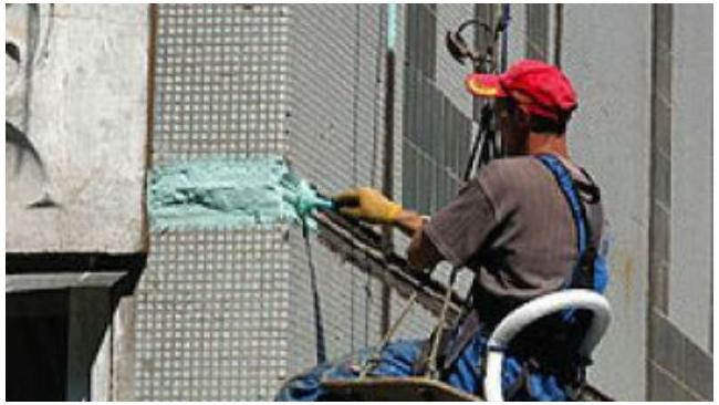Рабочий получил серьезные травмы при падении на стройплощадке в Петербурге
