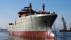 «Адмиралтейские верфи» спустили на воду первый морозильный рыболовный супертраулер