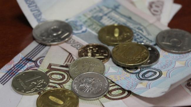 Рубль ослабел на старте биржевых торгов в пятницу
