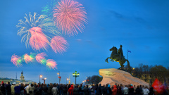 Сотрудники ВЦКП поздравили блокадников с Днём Победы