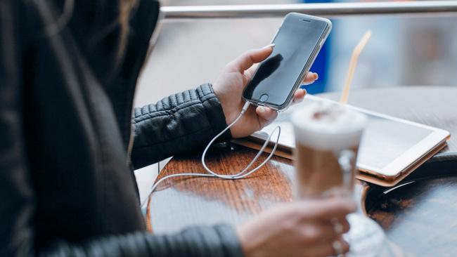 Сбербанк-онлайн теперь обслуживает переводы на другие карты банков