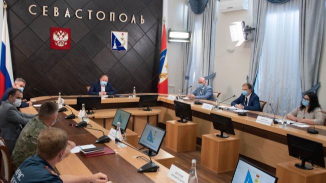 Власти Севастополя решили вернуть обязательное ношение масок