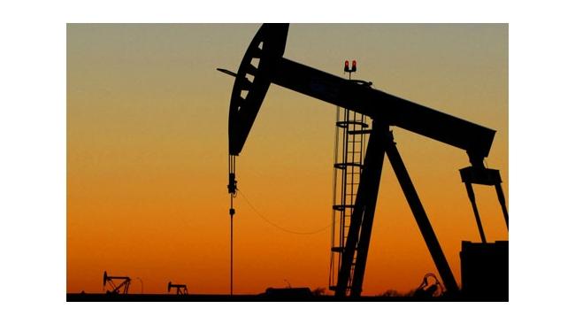 На мировых рынках продолжают снижаться цены на нефть