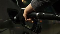 Россияне пересаживаются на общественный транспорт из-за цен на бензин