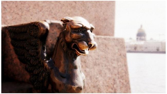 Агентство Fitch ухудшило рейтинги Москвы и Санкт-Петербурга