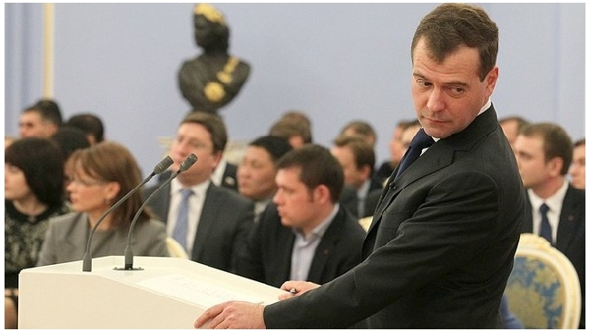 """Медведев написал заявление о вступлении в """"Единую Россию"""""""