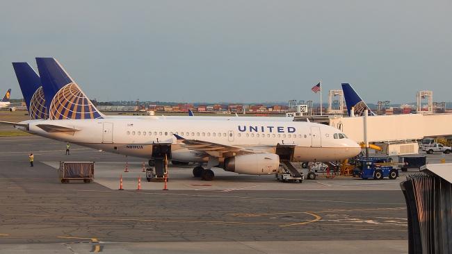 United Airlines продлила приостановку полетов в КНР до 24 апреля