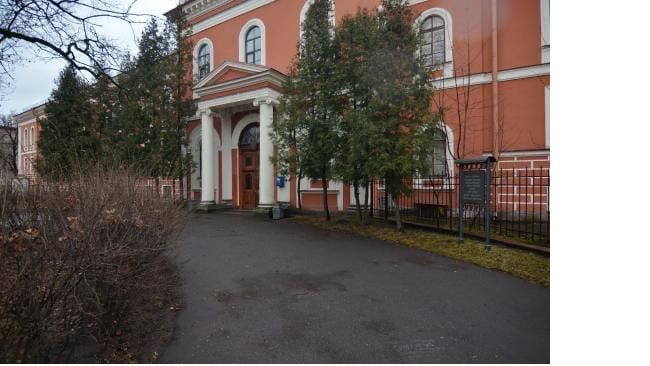 В Петербурге за сутки коронавирусом заболело 369 человек