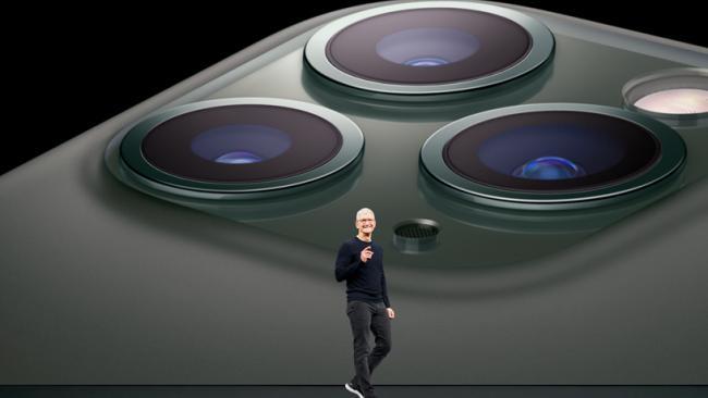 """В сети появилось фото дисплейного модуля iPhone 12 с огромной """"челкой"""""""