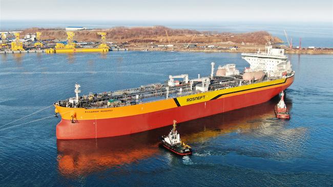 Спущен на воду первый российский танкер-гигант «Владимир Мономах»