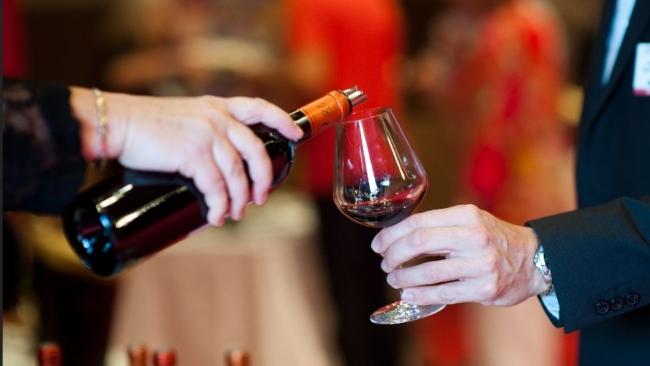 Россияне из прочей роскоши предпочитают алкоголь