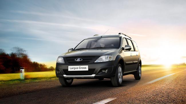 Продажи новых легковых авто в Петербурге в январе-мае упали на 30%