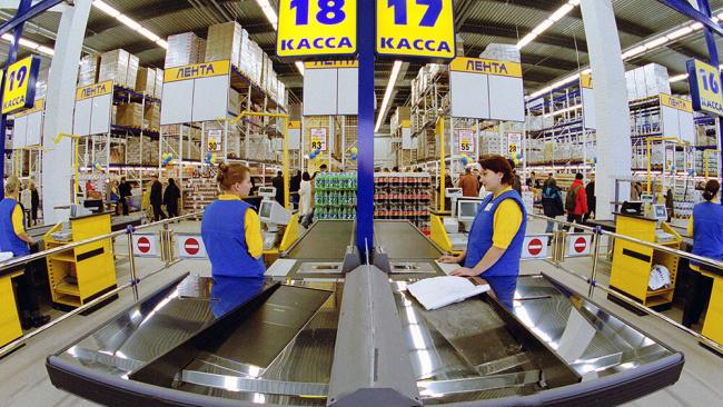 """В Петербурге 60 офисных сотрудников гипермаркета """"Лента"""" попали в больницу с отравлением"""