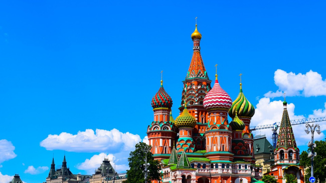 Бывший на балансе Минобороны участок близ Кремля купил таксист-парикмахер